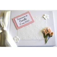 Livre d'or communion blanc et arums roses