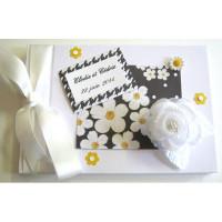 Livre d'or de mariage «fleur blanche fond noir»